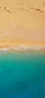上から見たエメラルドの海と黄土色の砂浜 iPhone 11 Pro スマホ壁紙・待ち受け