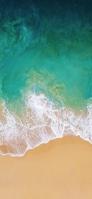 上から撮影したエメラルドの海 iPhone 11 Pro スマホ壁紙・待ち受け