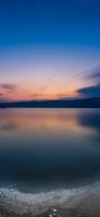 青空と凍りつつある湖 iPhone 11 Pro スマホ壁紙・待ち受け