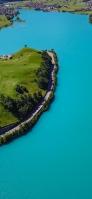 緑の孤島 水色の海 iPhone 11 Pro スマホ壁紙・待ち受け