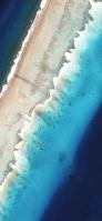 上から見た海と砂浜 iPhone 12 スマホ壁紙・待ち受け