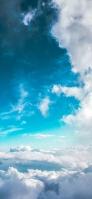 綺麗な水色の空と沢山の雲 iPhone 12 スマホ壁紙・待ち受け