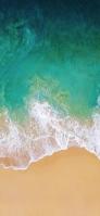 上から見たエメラルドの海 iPhone 12 スマホ壁紙・待ち受け
