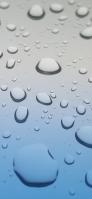 青いガラスについた大きな水滴 iPhone 12 Pro スマホ壁紙・待ち受け