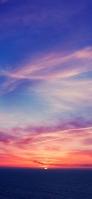 夕焼けに変わる空と海 iPhone 12 スマホ壁紙・待ち受け