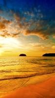 夕焼けの空と金色に染まる海 iPhone SE (第2世代) スマホ壁紙・待ち受け
