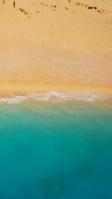 俯瞰視点のエメラルドグリーンの海と砂浜 iPhone SE (第2世代) スマホ壁紙・待ち受け