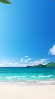 青い海と空と白い砂浜 iPhone SE (第2世代) スマホ壁紙・待ち受け