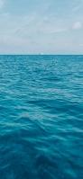大海原 遠くに見える船 iPhone 11 スマホ壁紙・待ち受け