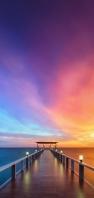 紫・オレンジ・水色の空 桟橋 海 AQUOS sense5G 壁紙・待ち受け