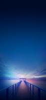 青空と海に続く桟橋 iPhone 12 mini スマホ壁紙・待ち受け