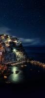 夜のチンクエテッレ国立公園 イタリア iPhone 12 mini スマホ壁紙・待ち受け