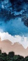 俯瞰視点 リアルな青い海と砂浜と森 iPhone 12 Pro スマホ壁紙・待ち受け